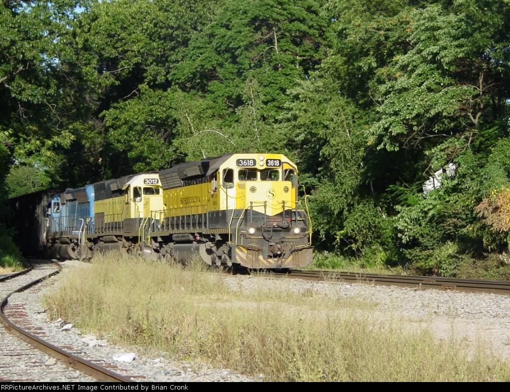 NYSW 3618 leading the SU 99